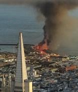 Masivo incendio consume famoso muelle de San Francisco