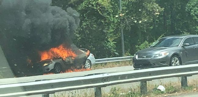 Madre acusada de incendiar auto con su hijo de 14 meses adentro