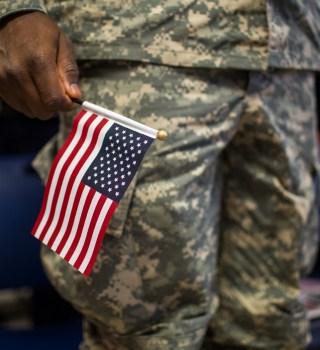 Militares y veteranos ahora pueden solicitar la ciudadanía en línea