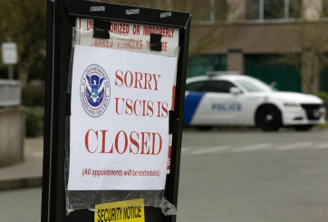 Oficinas de USCIS permanecerán cerradas hasta mayo