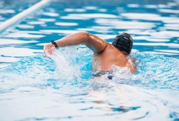 Joven nadador compró piscina en Amazon para practicar en la pandemia
