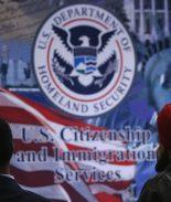 """Se acercan alzas de tarifas de USCIS para la ciudadanía y """"Green Card"""""""