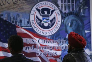 Se acercan alzas de tarifas de USCIS para la ciudadanía y «Green Card»
