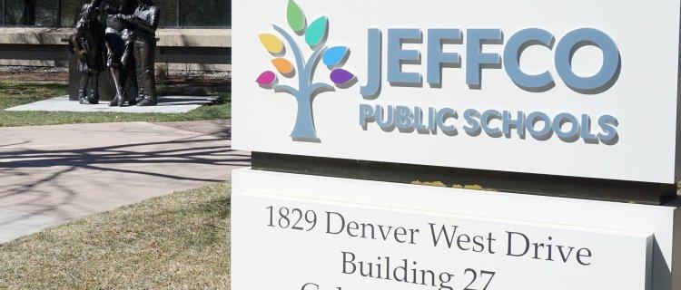 Estudiantes de secundaria de Jeffco comenzarán clases híbridas y en persona