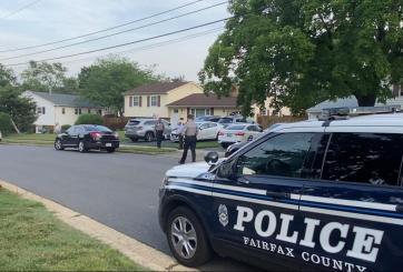 Muere bebita tras ser olvidada dentro de un carro en Fairfax