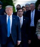 General de mayor rango se disculpa por su papel en foto de Trump