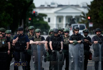 ¿Por qué hay agentes de ICE patrullando calles de Washington, D.C.?