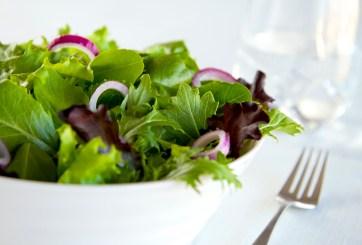 FDA advierte sobre no consumir esta ensalada en bolsa vendida en Aldi