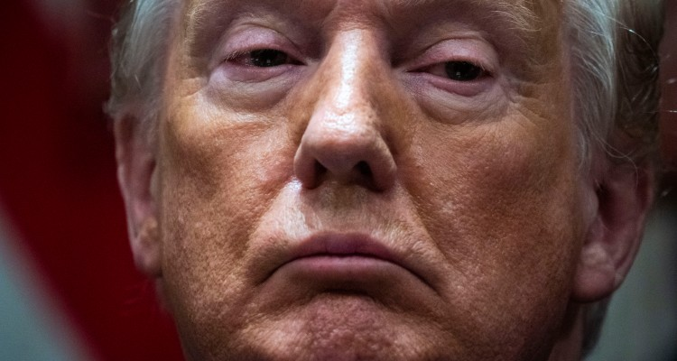 Trump continúa con su ola de indultos a aliados, perdona a otros 26