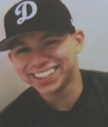 Policía le disparó 5 veces en la espalda a joven hispano arrodillado