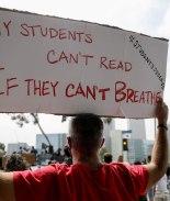 Estudiantes explican por qué quieren sacar a la policía de su escuela
