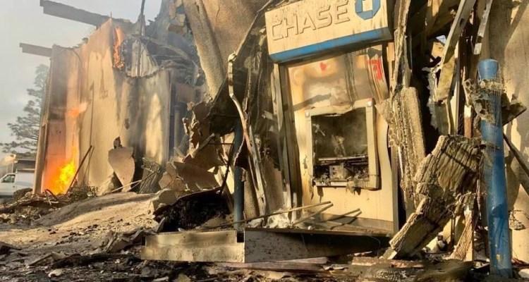 Arrestan dos hombres tras quemar un banco durante protestas en La Mesa