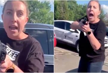 VIDEO: Racista amenazó con arma cargada a mujer y su hija de 15 años