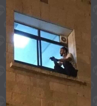 Escaló hospital para llegar a la ventana de su madre que murió por COVID