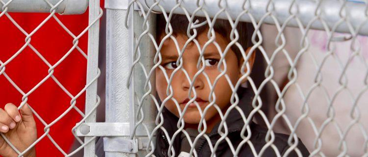 Niños migrantes ya no son alojados en hoteles, dice ICE