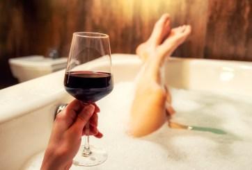 Beber moderadamente podría mejorar la salud cognitiva en adultos