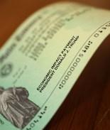 Nuevos cheques de estímulo serían continuos bajo plan de economistas