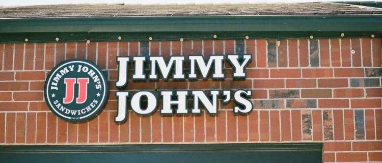 Despiden a empleados de Jimmy John's por video racista con masa de pan