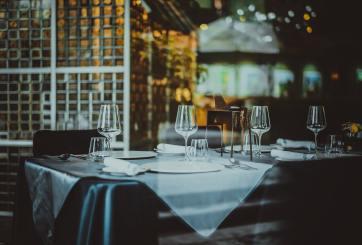 Cierran nuevamente restaurantes y gimnasios en Miami-Dade por COVID-19