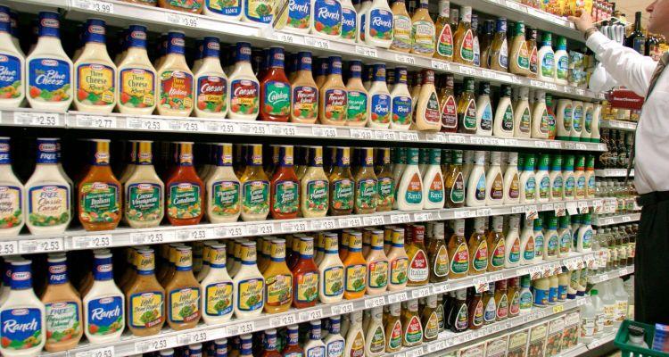 Los 10 aderezos para ensaladas más insalubres del mercado