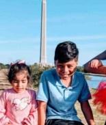Madre hispana duerme con sus 4 hijos en un auto tras ser desalojada