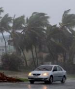 Se debilita Marco y la tormenta tropical Laura se fortalece