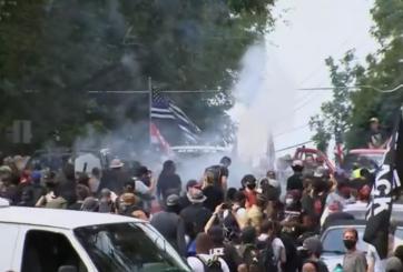 Supremacistas blancos armados se enfrentan a manifestantes en Georgia