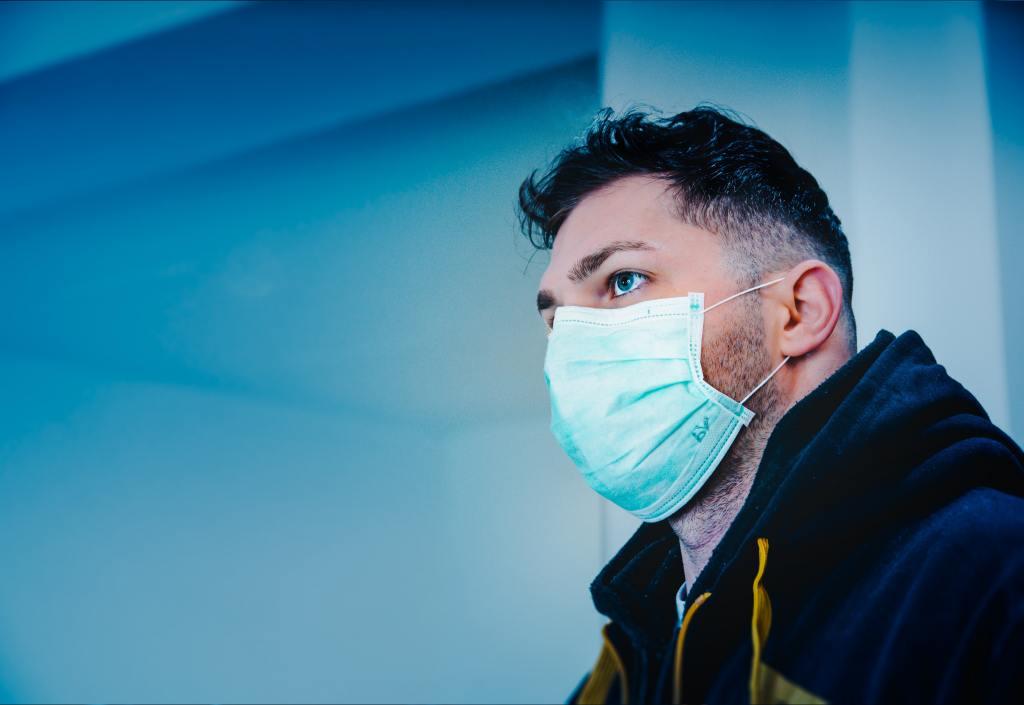 hombre coronavirus