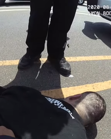 Policías matan a hombre hispano tras ponerlo contra asfalto ardiente
