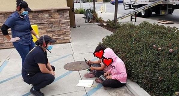 Niñas reciben internet en casa tras foto viral usando WiFi de Taco Bell