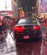VIDEO: Simpatizante de Trump embistió a manifestantes con su auto