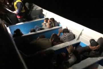 Arrestan 15 migrantes que viajaban en un panga en costas de San Diego