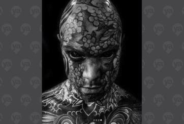 Maestro causa sensación frente a sus alumnos por todos sus tatuajes