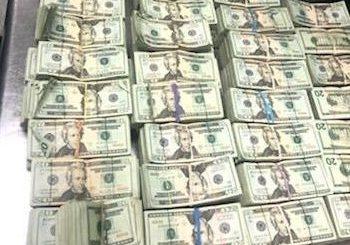 FOTOS: CBP halló medio millón de dólares ocultos en el cojín de un sofá