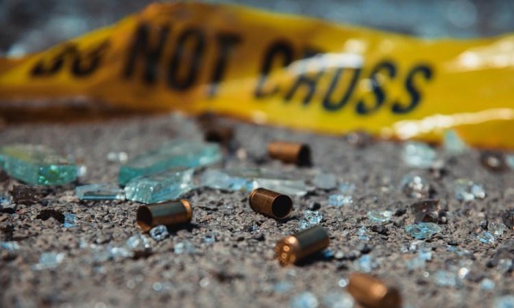 Asesinan a tiros a mujer frente a sus hijos en estación de transporte