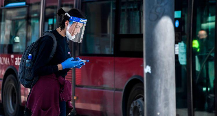 Usar solo protector facial no detiene la propagación de COVID, advierten