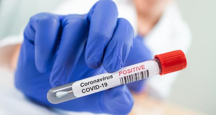 Miles recibieron diagnostico positivo de COVID por embarazoso error