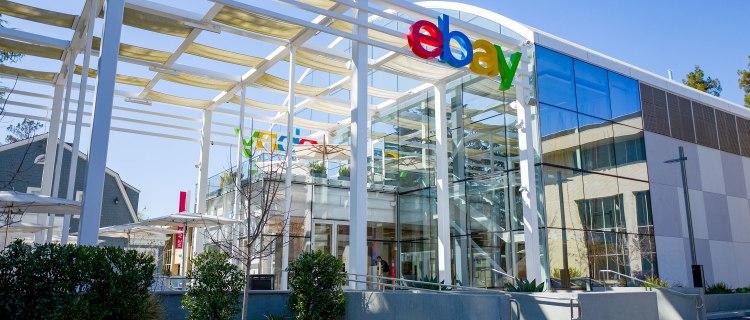 eBay acosó a bloggers enviando cucarachas y máscara ensangrentada