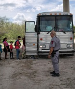 Gobierno de Trump sigue abusando de niños migrantes