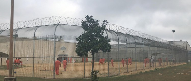 ICE intentó deportar a mujer que dijo que fue esterilizada en centro