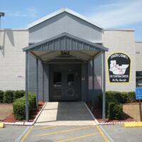 Mujeres en centro de detención de ICE dicen que no aprobaron cirugía
