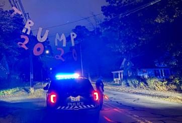Colocan anuncio de 'Trump 2020' en cables de electricidad