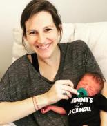 Mujer tiene dolores de parto y da a luz durante su examen de abogacía
