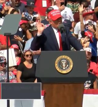 Donald Trump no se da por vencido en Florida y visitó Tampa este jueves