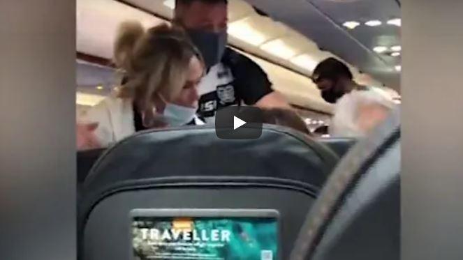VIDEO: Su mujer lo abofeteó por negarse a usar cubrebocas en un vuelo