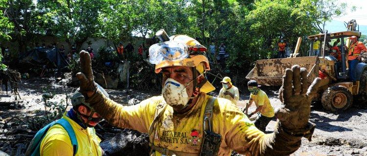 Deslave en El Salvador dejó muertos, desaparecidos y destrucción