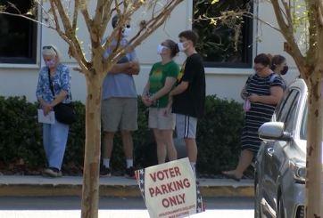 Policía vigilará colegios electorales tras denuncia de hombres armados