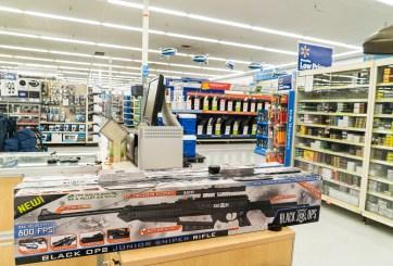 """Walmart retira armas de sus estantes como """"medida de precaución"""""""