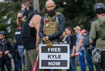 Joven blanco que mató a 2 manifestantes no enfrentará cargos en Illinois