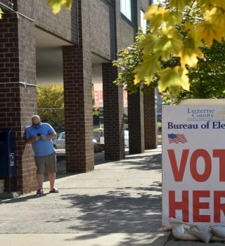 Decisiones de la Corte Suprema sobre elecciones favorecen a demócratas